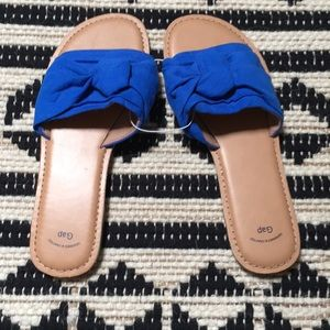 BNWT GAP textile sandals in blue. Size 9